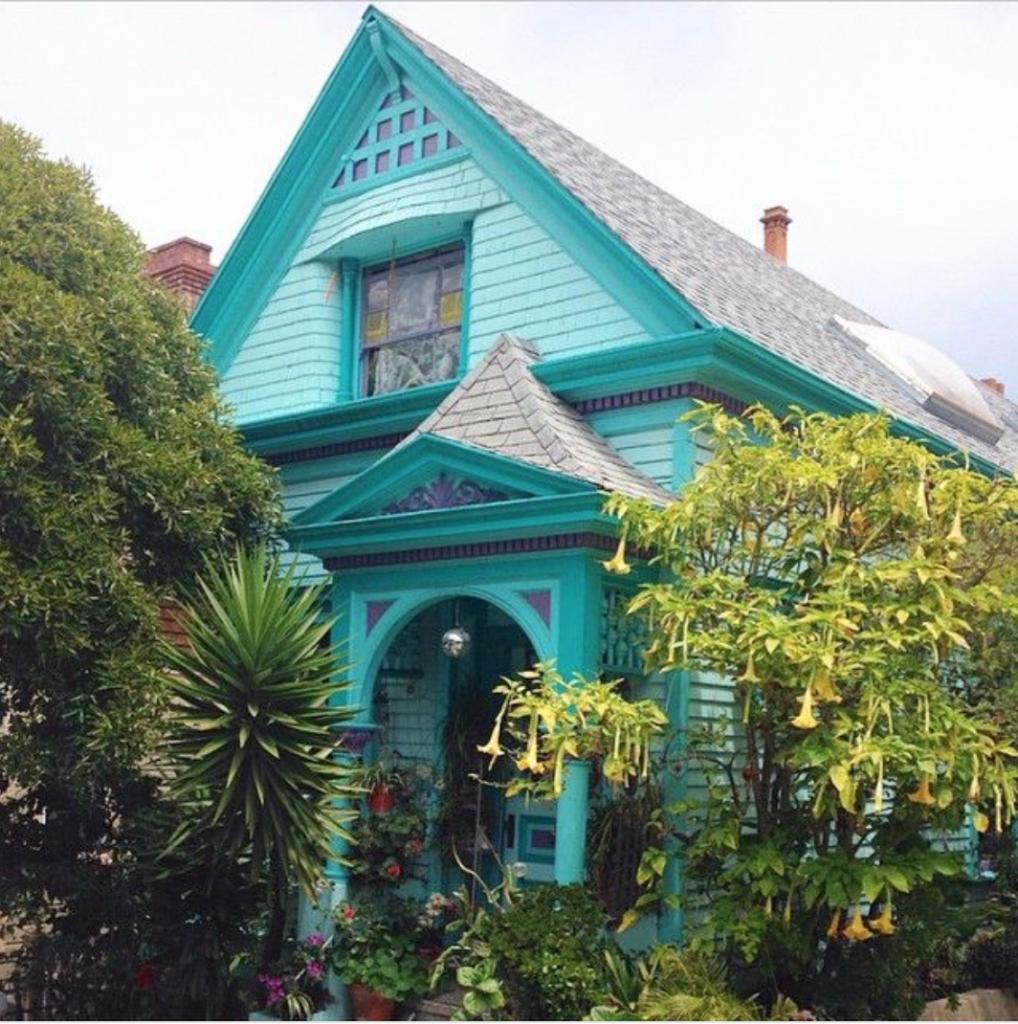 San Francisco turquoise house