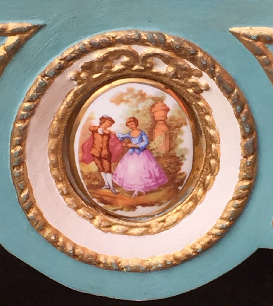 Kitsch cameo on the dressing table