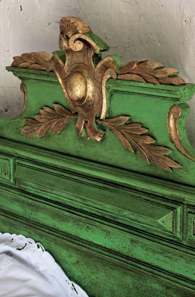 gold leaf bed